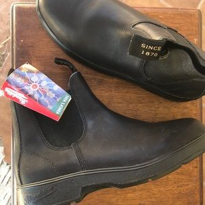 Brand new, blundstone pull on boots - BLACK